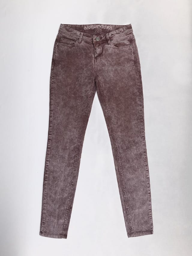 Pantalón Barbados de corduroy blanco y guinda, estilo desgastado, 5 bolsillos, corte pitillo  Talla 28 foto 1