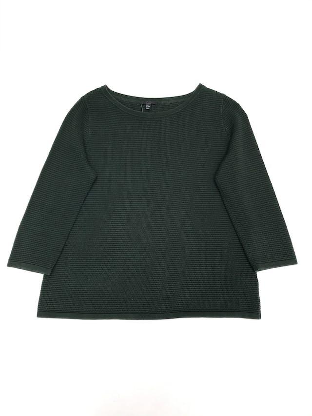 Chompa COS verde con textura, 100% algodón, manga 3/4. Precio original S/ 200. Tiene ligeros signos de uso.  foto 1