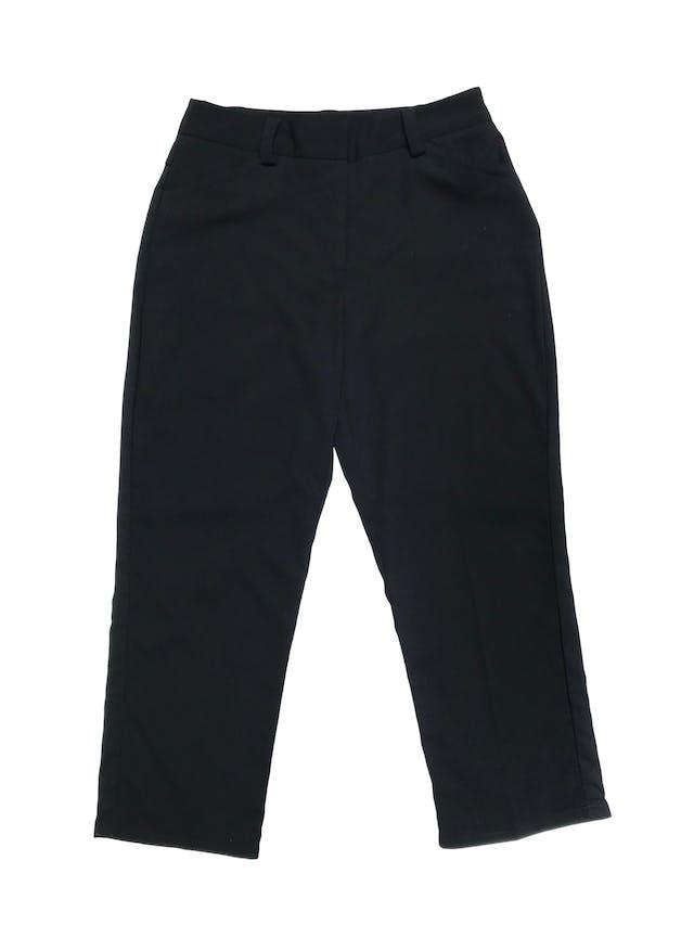 Pantalón a la cintura y largo al tobillo, negro, con bolsillos laterales. Cintura 76cm Largo 88cm foto 1