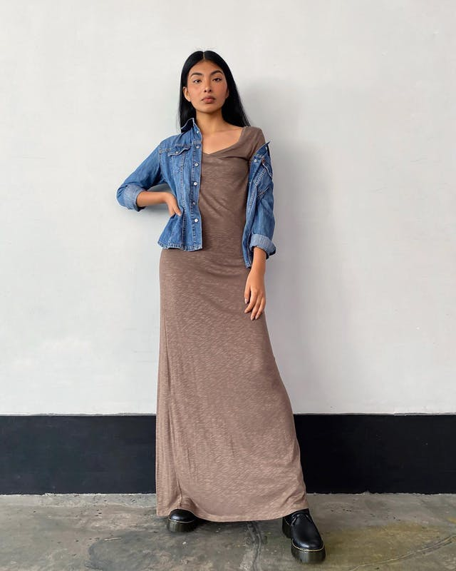 Vestido largo Benetton tipo algodón, escote en V y mangas 3/4. Precio original S/ 240 foto 2