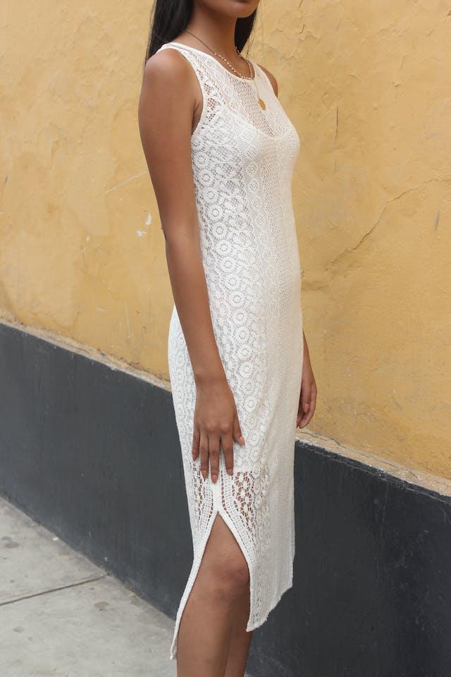 Vestido Mango blanco tela tipo encaje forrado, aberturas laterales, muy fresco Talla S foto 2