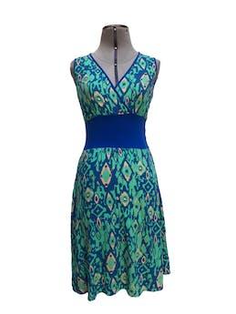 Vestido azul con estampado tipo rombos verde agua, escote cruzado, pretina ancha azul en la cintura Talla S foto 1