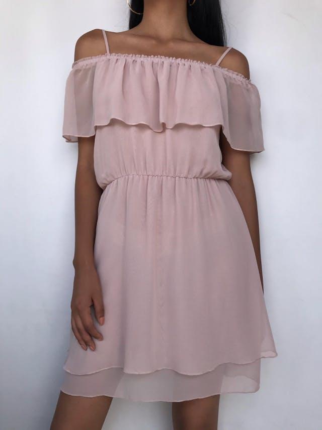 Vestido H&M de gasa palorosa, off shoulder con tiritas y volante, forrado y lleva elástico en la cintura Talla M foto 1