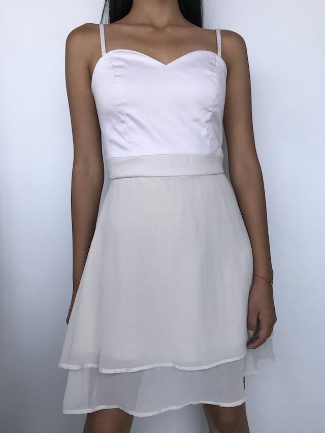 Vestido Basement palo rosa, tela plana en el pecho y falda de gasa en capas cierre posteriro y lleva forro Talla S foto 1