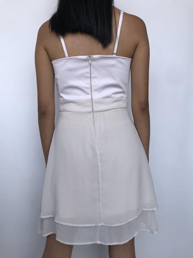 Vestido Basement palo rosa, tela plana en el pecho y falda de gasa en capas cierre posteriro y lleva forro Talla S foto 2