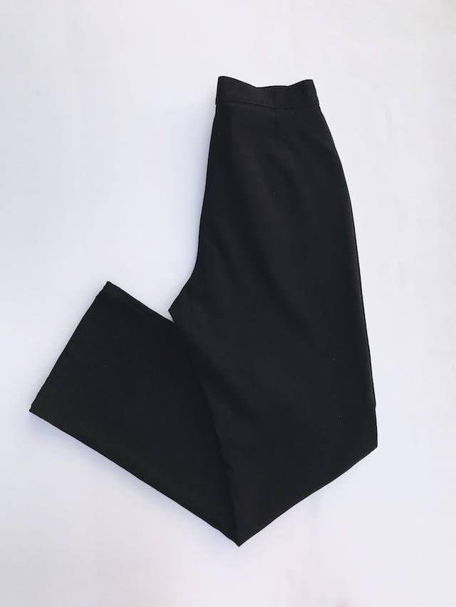 Pantalón vintage negro a la cintura, tela tipo pana, pretina delgada con dos botones, bolsillos delanteros y pinzas posteriores y pierna recta. ¡Lindo! Talla 26 foto 3