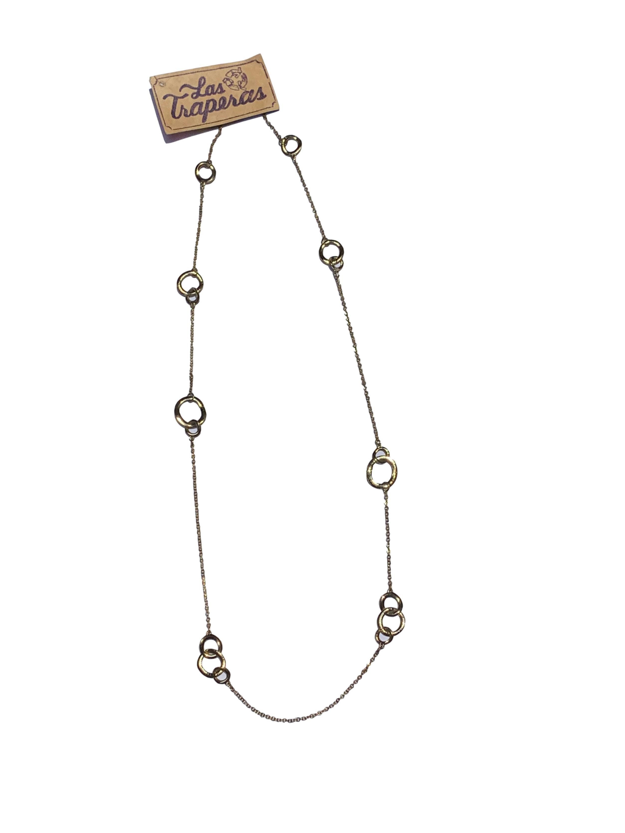 Maxicollar cadena dorada con eslaboles grandes aleatorios. Largo 104cm