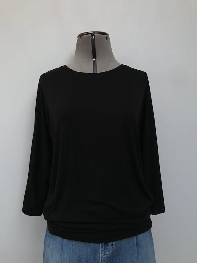 Polo Kenar negro 95% modal 5% spandex, manga murciélago 3/4, tela rica al tacto con linda caída. Precio original S/180 Talla M foto 1