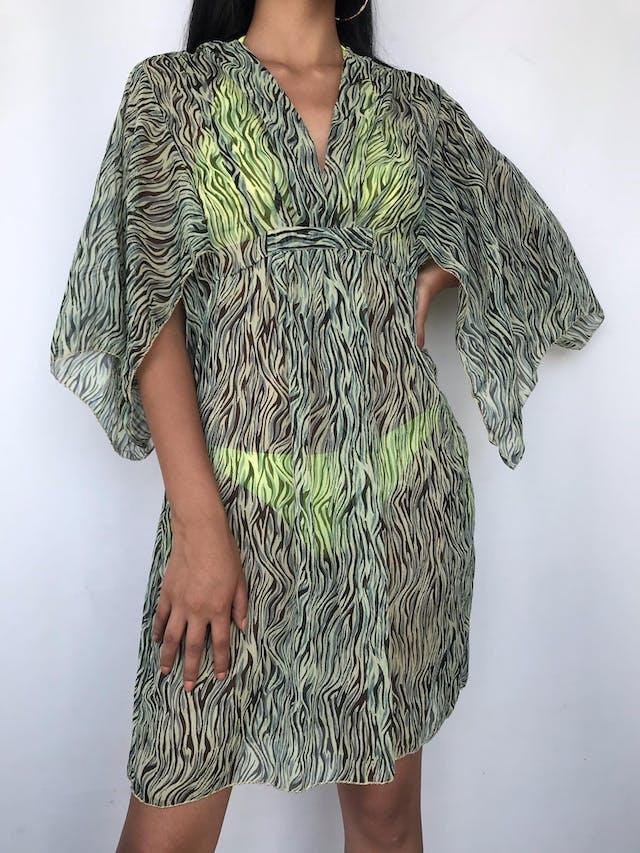 Salida de baño / vestido de gasa animal print verde y negro, escote en V con plisado y mangas abiertas Talla M foto 1