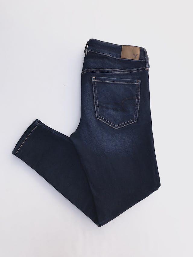 Pantalón jean American Eagle, skinny stretch, azul focalizado, bolsillos laterales. Precio original S/ 140 Talla 27 foto 2