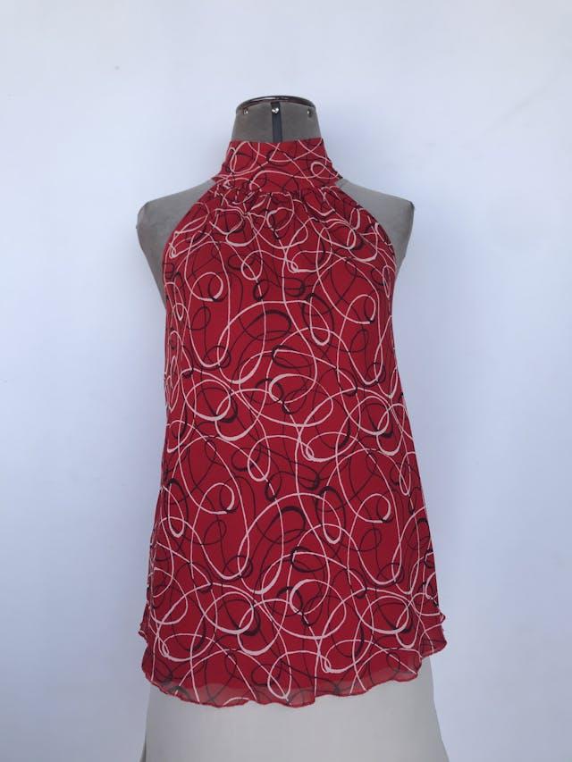 Blusa I.N.C de gasa roja con estampado de espirales crema y negro, cuello alto con botones posteriores, es forrada Precio Original S/. 180 Talla S (8, Puede ser M) foto 1