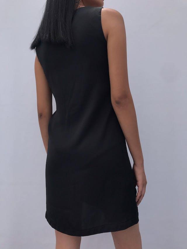 Vestido Mango negro tipo seda con volante blanco y negro a lo largo. Nuevo Talla S foto 2