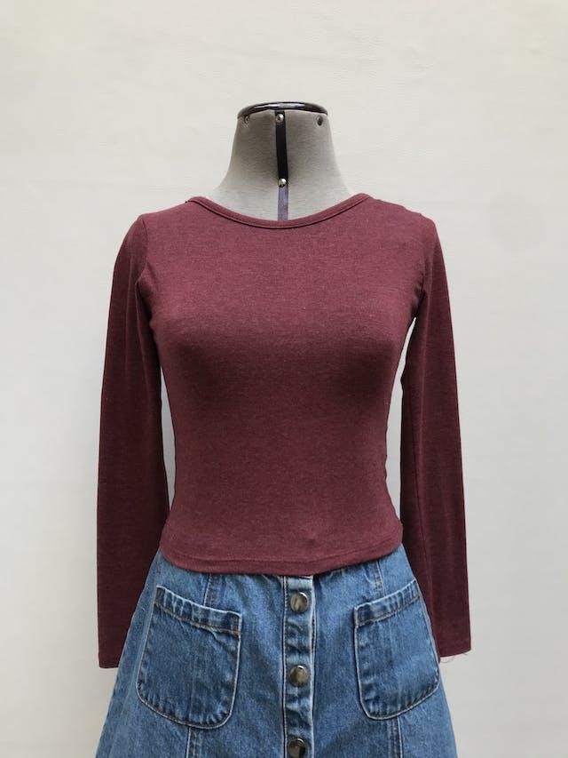 Polo guinda jaspeado, manga larga, con tiras en la espalda, tela tipo algodón stretch Talla S foto 1