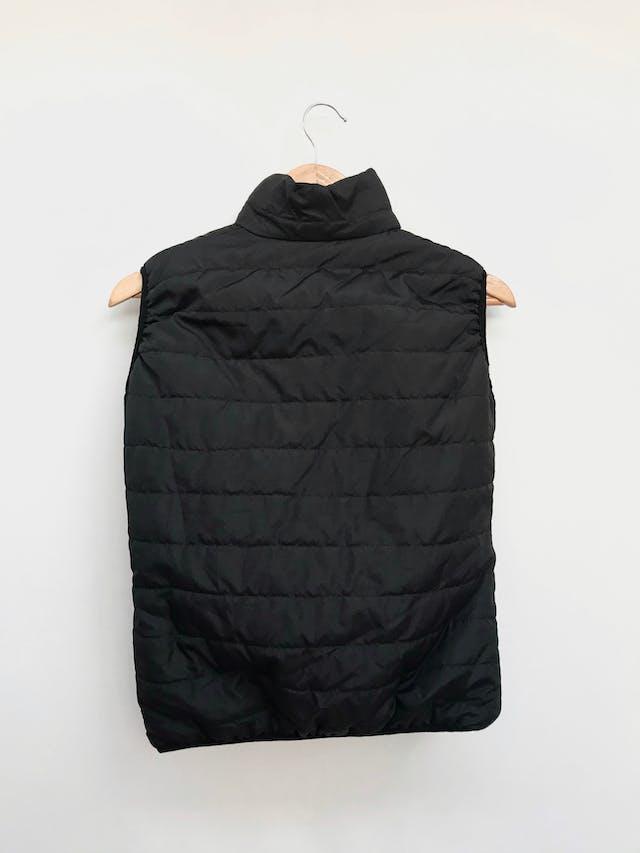 Chaleco acolchado negro, con cierre delantero y bolsillos Talla S foto 2