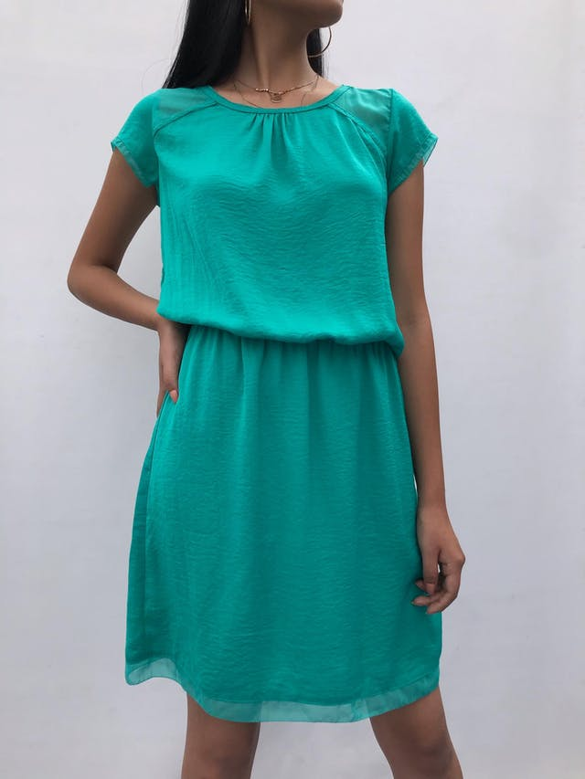 Vestido Trcc de gasa y tela plana verde jade, forrado, con elástico en la cintura Talla S (28-38) puede ser M chico  foto 1