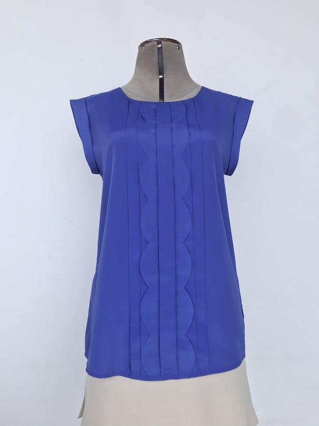 Blusa Oasis azul con pliegues en el pecho, botón posterior en el cuello y mangas con dobladillo. Nuevo con etiqueta S/ 139 Talla M foto 1