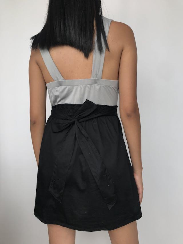 Vestido de tiras gruesas plomo con falda negra  Talla M/L foto 2