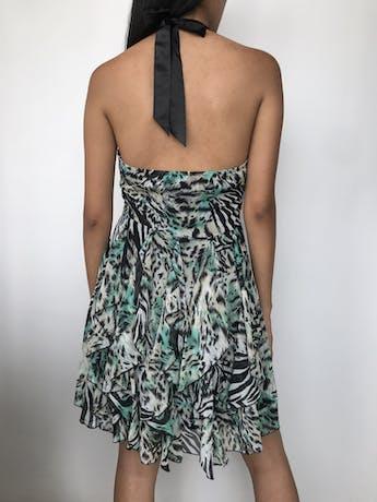 Vestido Alaniz de gasa con estampado animal print y tropical, cuello halter, pliegues negros en la cintura y volantes en la falda, cierre lateral y forro Talla S foto 2