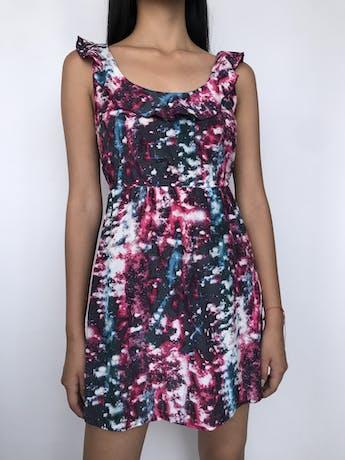 Vestido Volcom estampado galáctico aul y rosa, volante en el cuello y elástico en la cintura Talla XS foto 1