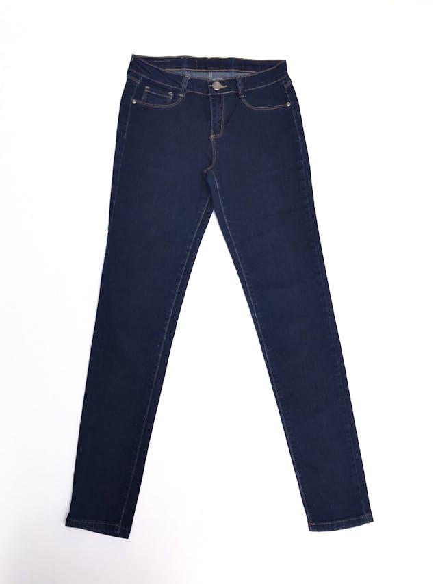 Pantalón jean stretch Opposite, azul, con bolsillos traseros, pespuntes mostaza, corte pitillo Talla 26 foto 1