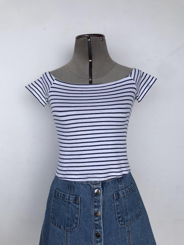 Polo corto H&M blanco con rayas azules, textura acanalada Talla XS/S foto 1