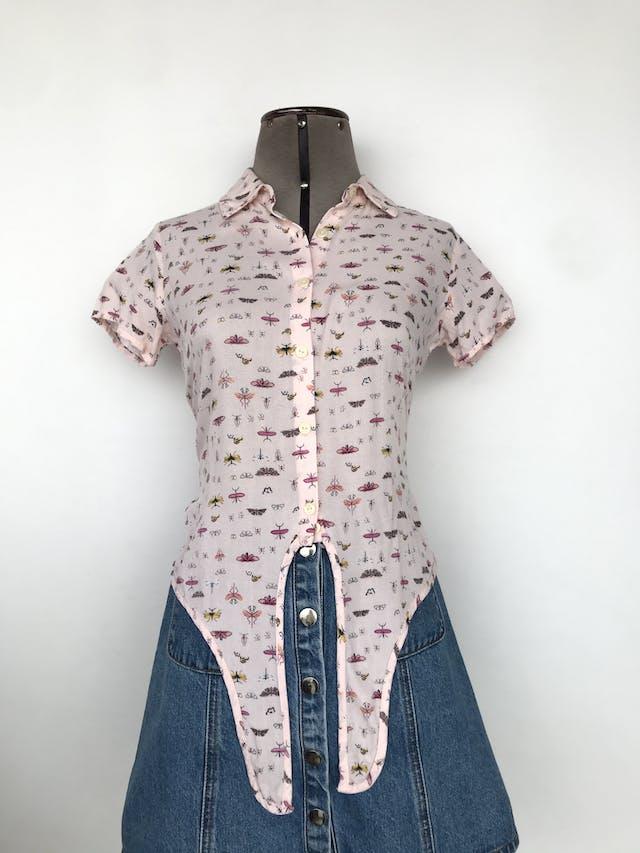 Blusa rosa bebé estampado de insectos, camisera, se puede amarrar en la basta Talla XS (puede ser S) foto 1