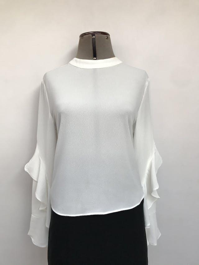 Blusa Sybilla blanca de gasa gruesa, botones posteriores en el cuello, maga larga con volantes Talla M foto 1