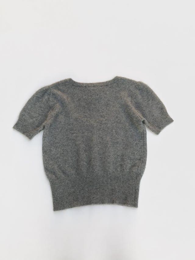 Chompa Zara manga corta, ploma 48% angora 13% lana, cuello amplio, pretina acanalada Talla M foto 2
