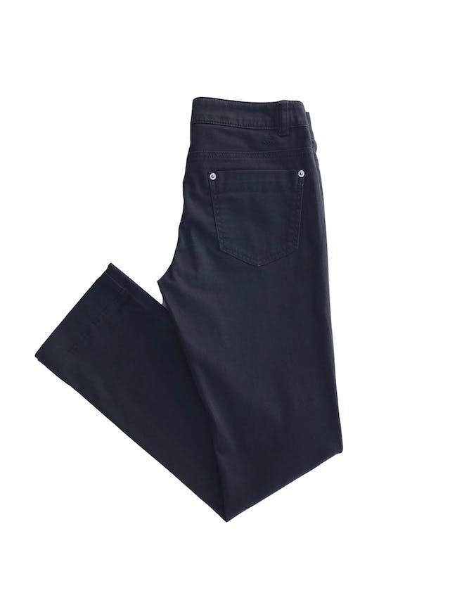 Pantalón Benetton azul 98% algodón ligeramente stretch tipo drill, 5 bolsillos, corte pitillo. Precio original S/ 250 Talla 27 foto 2