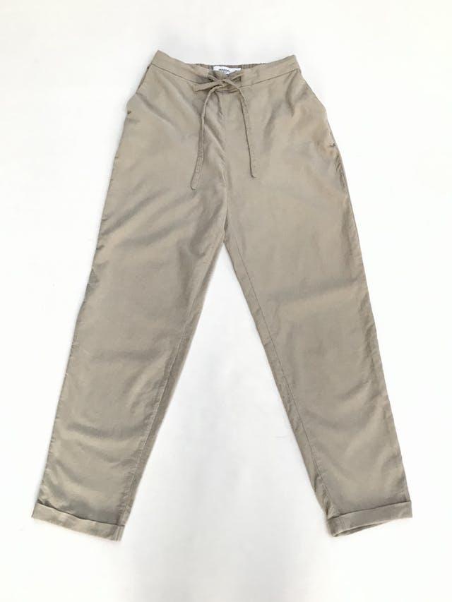 Pantalón Mango de corduroy suave beige, bolsillos laterales, elástico posterior y pasador delantero, corte slim con dobladillo en la basta. ¡Muy lindo! Precio original S/160 Talla 26 (XS) foto 1