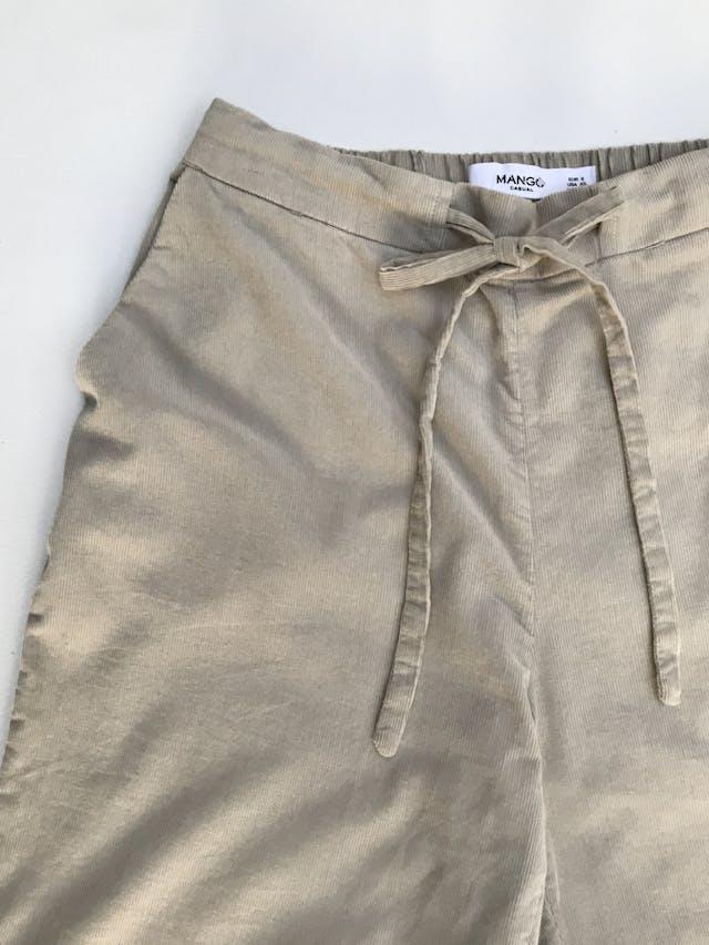 Pantalón Mango de corduroy suave beige, bolsillos laterales, elástico posterior y pasador delantero, corte slim con dobladillo en la basta. ¡Muy lindo! Precio original S/160 Talla 26 (XS) foto 2
