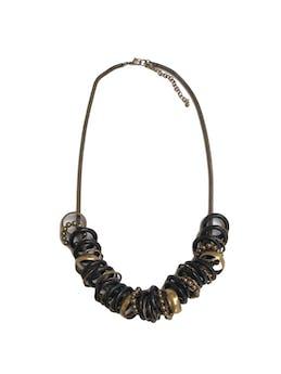 Collar cadena cilíndrica en tono oro viejo, dijes tipo aros negros y dorados. Largo 65cm (+8cm regulables) foto 1