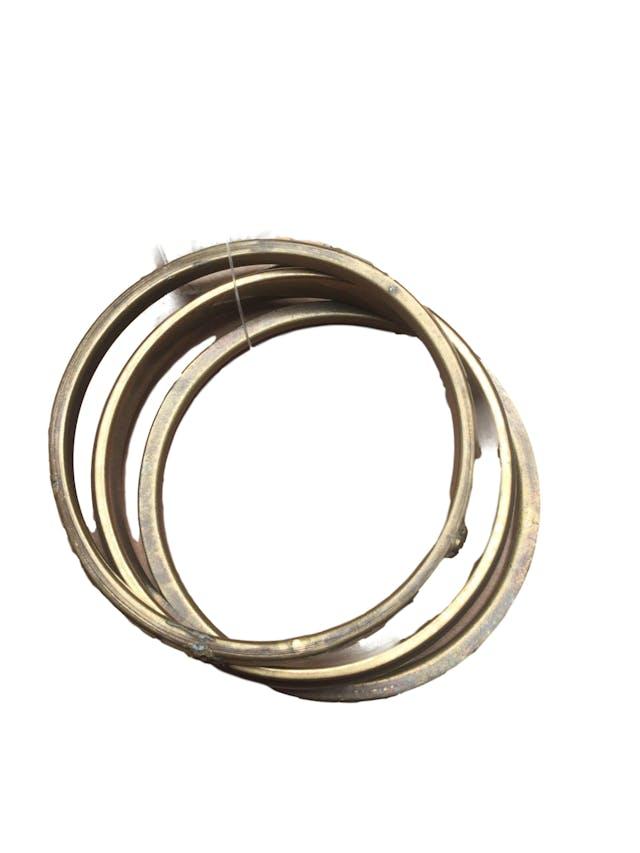 Set de 3 pulseras tono bronce labrado, aplicaciones nacaradas y negro acrílico foto 1
