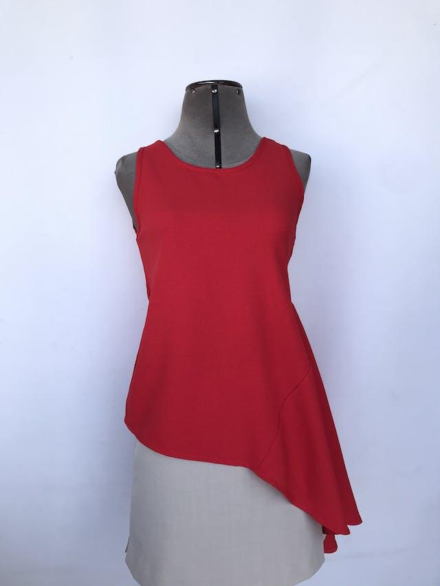 Blusa Suitblanco roja de tela tipo crepé, con volante lateral y basta asimétrica Talla S foto 1