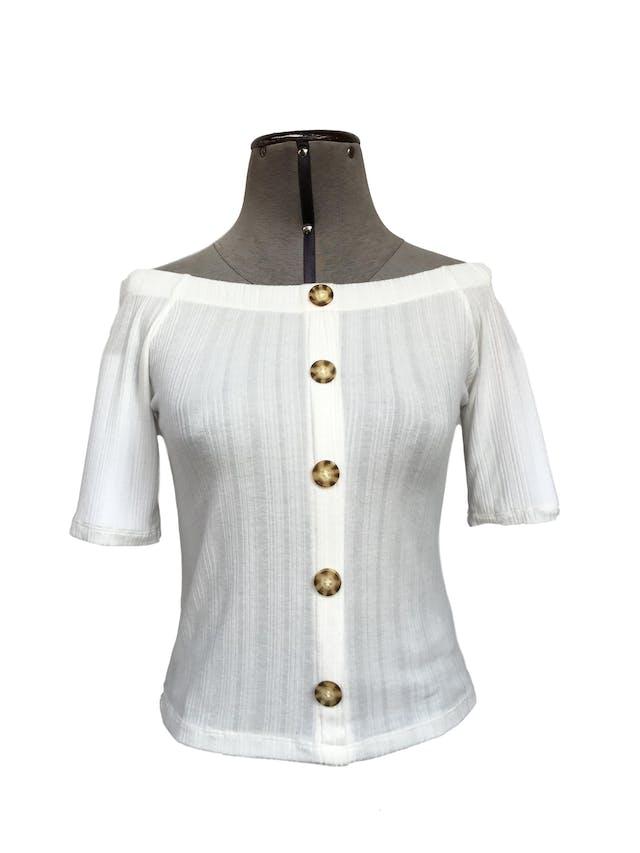Polo crema con textura de rayas, off shoulder, fila de botones en el centro Talla S foto 1