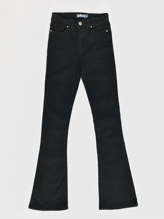 Pantalón Index a la cintura, de denim negro stretch 75% algodón, 5 bolsillos, pitillo con basta campana Talla 26 foto 1