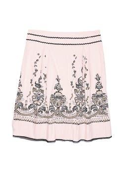 Falda rosa bebé con estampado de flores, línea en A con pliegues y cierre lateral. Cintura 84cm Largo 64cm foto 1