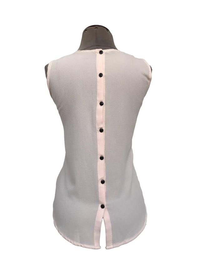 Blusa de gasa texturada melón con cuello bebé negro y botones en la espalda Talla S foto 2