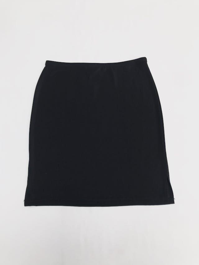 Falda negra stretch con textura de hilo. Largo 48cm Talla S/M foto 2