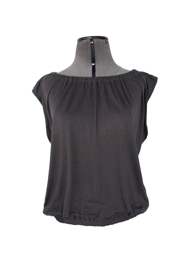 Polo marrón, tela tipo algodón con elástico en el cuello y basta Talla S foto 1