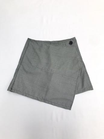 Falda short tela negra con puntitos blancos tipo sastre, delantero cruzado asimétrico Talla S foto 1