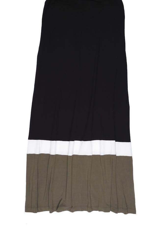 Maxi vestido Premise tela tipo algodón stretch negro con basta blanca y verde olivo. Busto 100cm y cede. Precio original S/ 240 foto 2