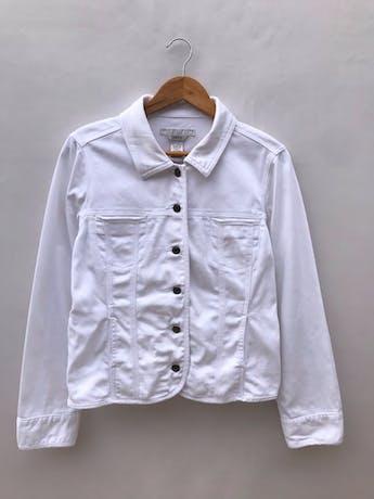 Casaca denim blanca Geoffrey Benne, 98% algodón, bolsillos delanteros y botones metálicos. Como nueva! Precio original S/ 270 foto 1