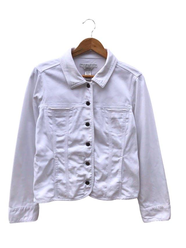Casaca denim blanca Geoffrey Benne, 98% algodón, bolsillos delanteros y botones metálicos. ¡Como nueva! Precio original S/ 270 foto 1