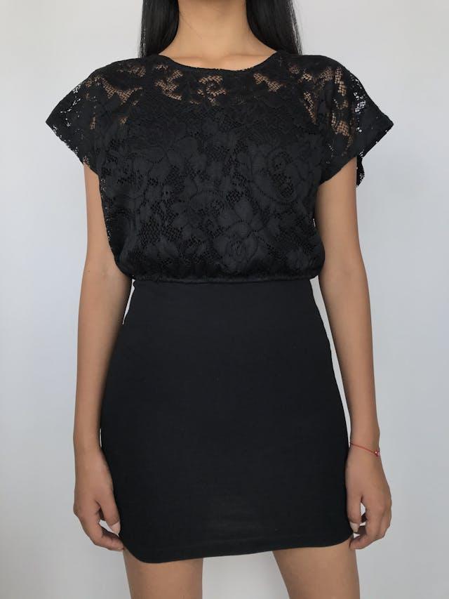 Vestido de encaje negro superior con top de tiritas, falda pegada  Talla M foto 1