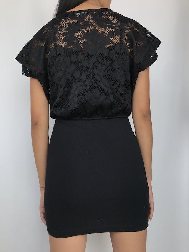 Vestido de encaje negro superior con top de tiritas, falda pegada  Talla M foto 2