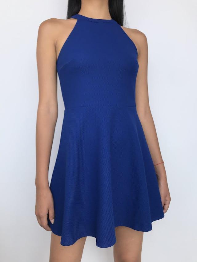 Vestido H&M azul con textura, corte a la cintura con falda con vuelo y cierre posterior Talla S foto 1