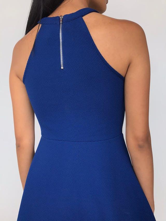 Vestido H&M azul con textura, corte a la cintura con falda con vuelo y cierre posterior Talla S foto 3