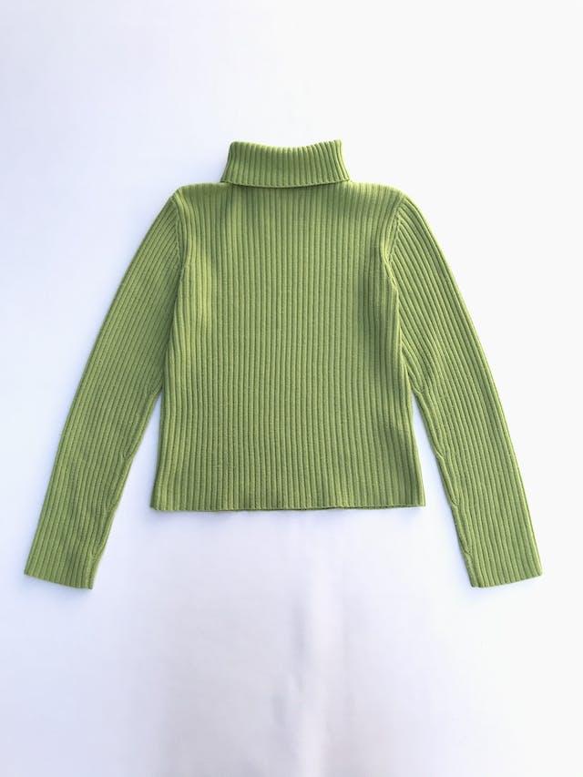 Chompa Sybilla verde, cuello tortuga y tejido acanalado Talla S foto 2