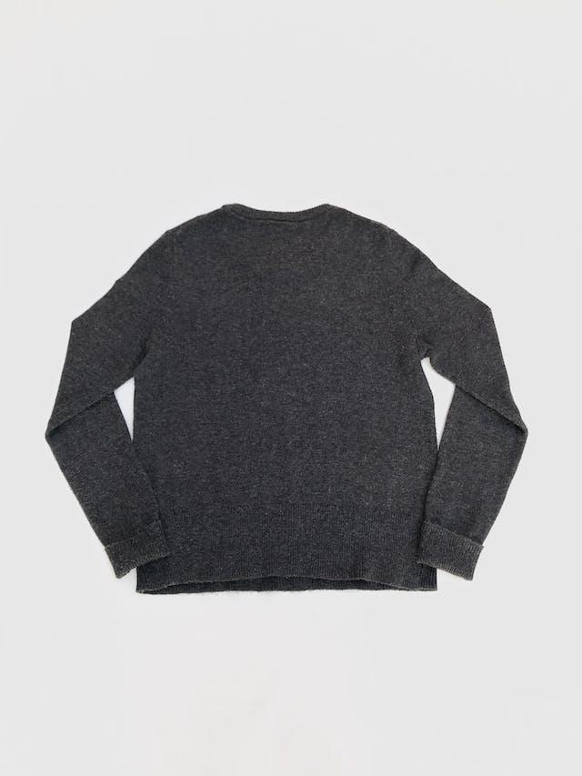 Chompa Gap gris 55% algodón con corazón en franjas en el pecho. Precio original S/ 160 Talla M foto 2